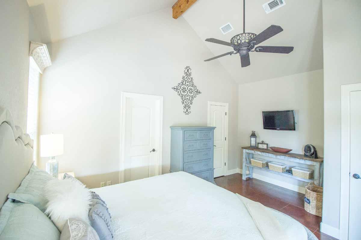 Master Bedroom (4 of 5)