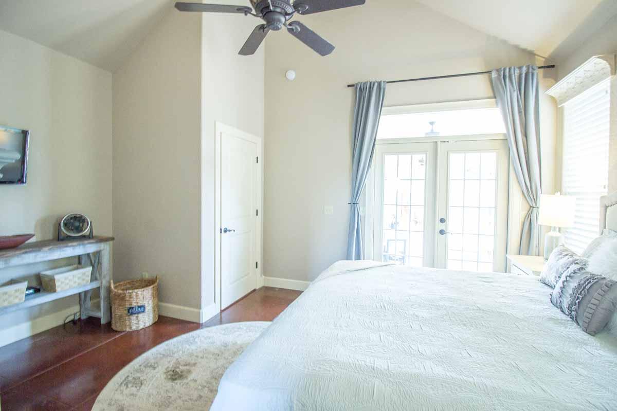 Master Bedroom (5 of 5)